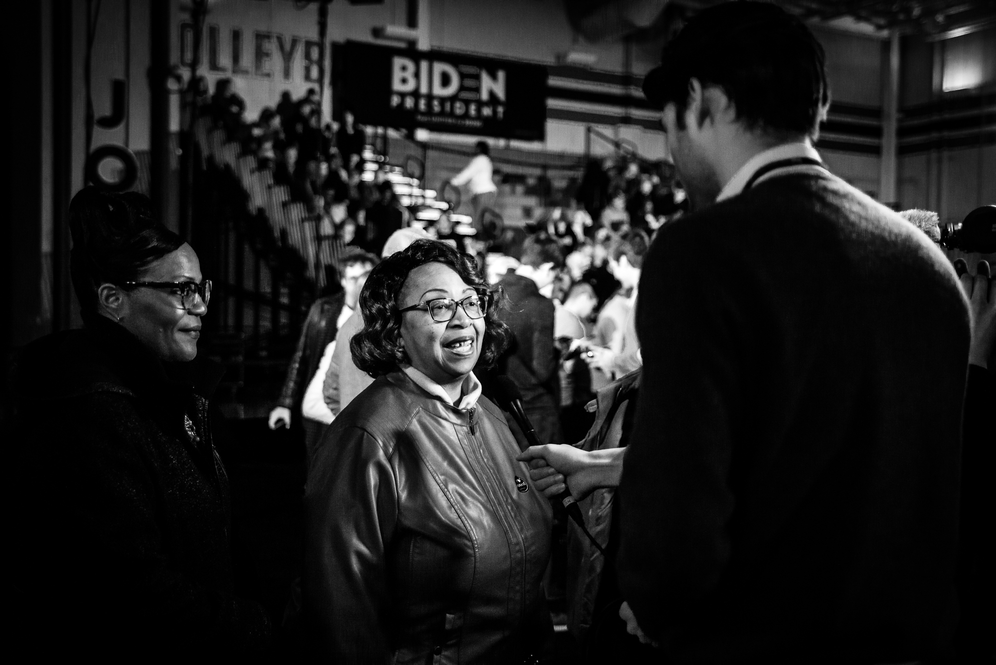 Reporters from The Japan Times ask questions at a Joe Biden rally in Columbia, South Carolina. February 29, 2020. Photo: Lance Monotone.